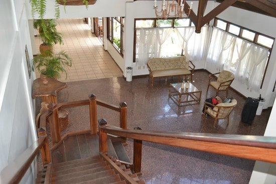 Poty Praia Hotel : vista desde el 1º piso al hall de entrada
