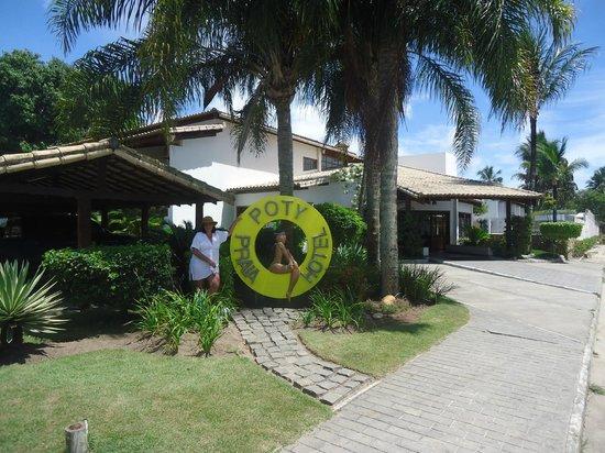 Poty Praia Hotel : Entrada al hotel Poty