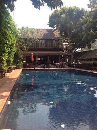 Tamarind Village: pool and restaurant at Tamarind Vilaage Hotel, Chiang Mai.