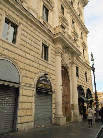 Bed & Breakfast Maggiore : Porte d'entrée de l'immeuble