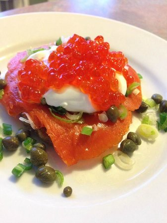 Chestnut Street Inn : Blini with Smoked Salmon and Caviar