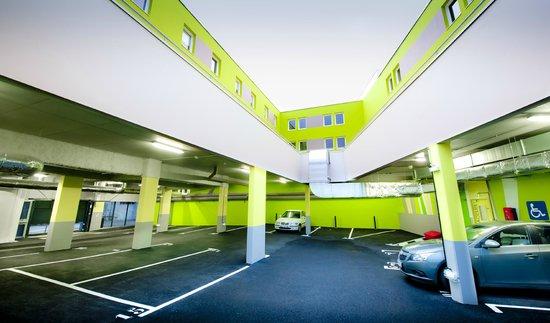 Ibis Budget Brest Centre Port : Parking couvert, sécurisé