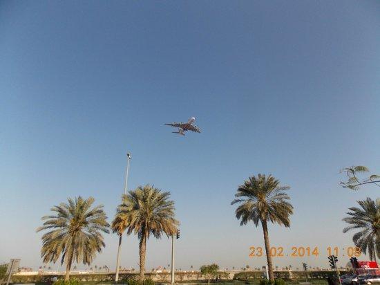 Hues Boutique Hotel: Вот так низко летают самолеты