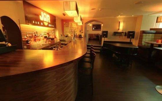 JAR Bar & Grill: The Bar