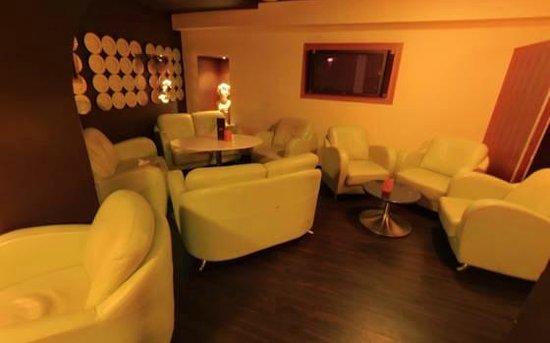 JAR Bar & Grill: Backroom Seating