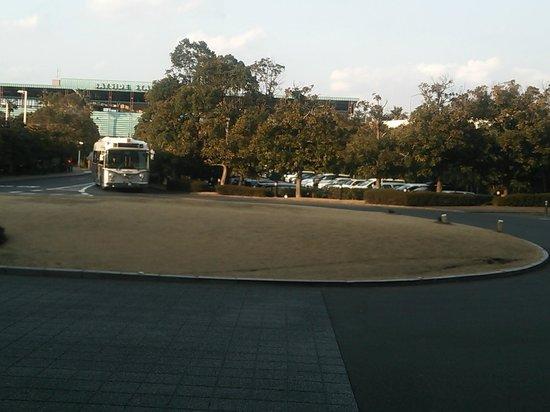 Hotel Okura Tokyo Bay: ロビーから(ベイサイドステーションの目の前でも送迎バスあり)