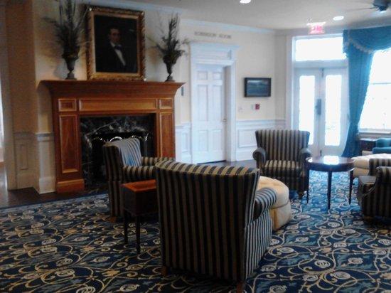 Boone Tavern Hotel: Hotel Lobby