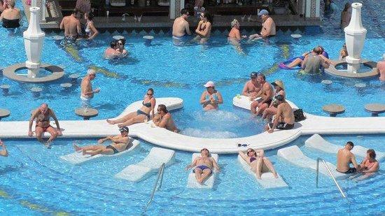 Hotel Riu Palace Aruba : love it a...?