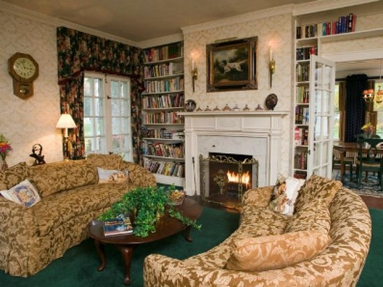 Chestnut Street Inn: Parlor