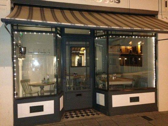 Elliott's at No 1 Harbour Street: Preparing For Evening Dining