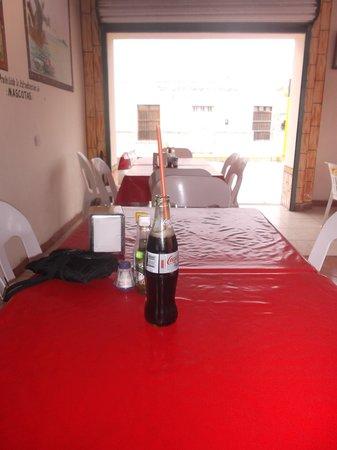 Restaurant Capitan Flores: Un coca froid en attendant le festin.