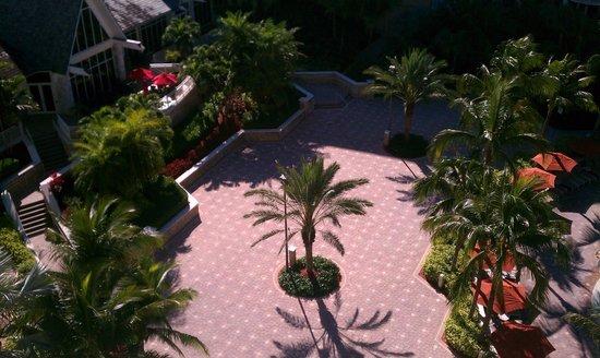 Marco Island Marriott Beach Resort, Golf Club & Spa: Main courtyard.