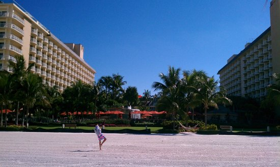 JW Marriott Marco Island Beach Resort : View of the resort from our cabana.
