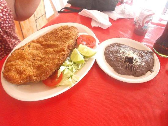 Restaurant Capitan Flores: Filete empanizado à 90 pesos.