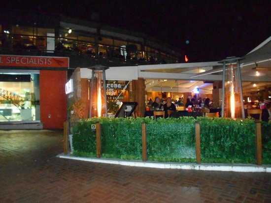 Darling Harbour sidewalk dining.