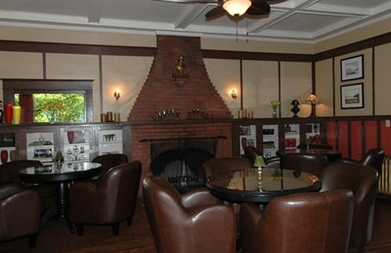 Quamichan Inn : Very Comfortable Lounge