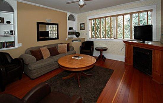 Quamichan Inn : Sitting Area of The Quamichan Suite