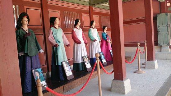 Hwaseong HaengGung: チャングムの衣装変遷も