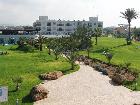 Helios Bay Hotel: Gardens