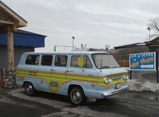 Flip Flops: Mystery Machine in front of restaurant