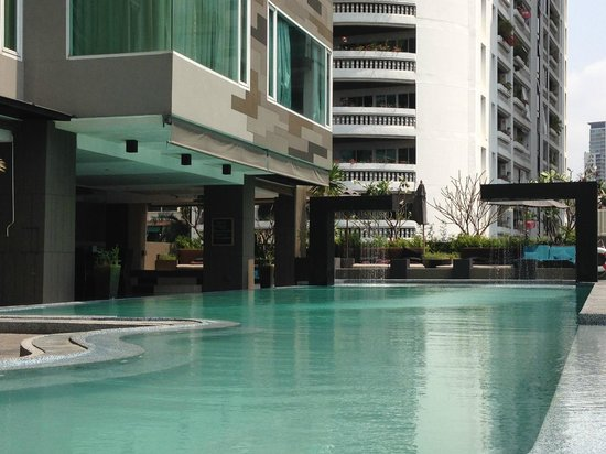 Golden Tulip Mandison Suites: Swimming pool