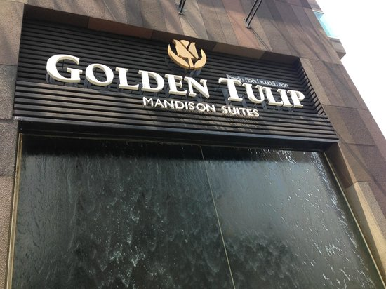 Golden Tulip Mandison Suites: Main Entrance