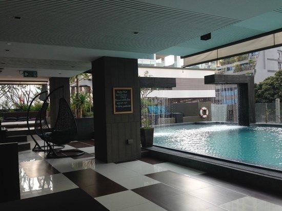 Golden Tulip Mandison Suites: Swimming pool