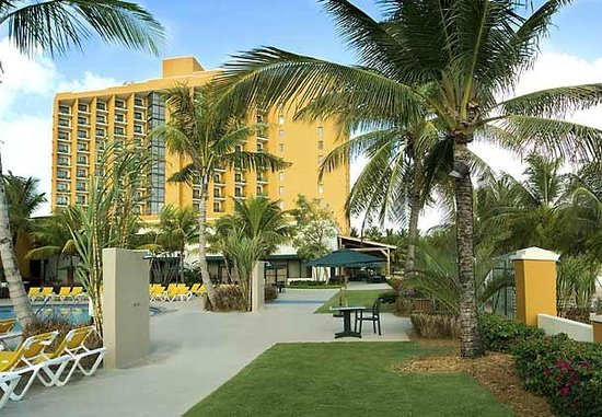Courtyard Isla Verde Beach Resort: View of hotel