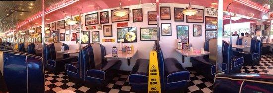 Mel's Classic Diner : Mel's classic decor