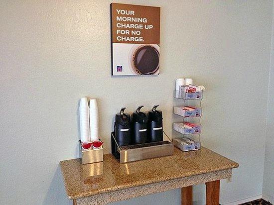 Motel 6 Fort Bragg : Coffee Spot