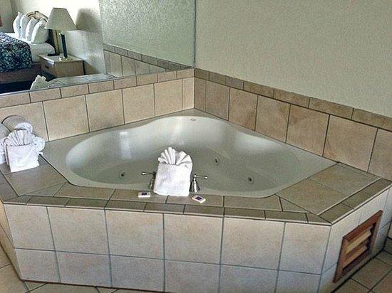 Motel 6 Fort Bragg: Jacuzzi Tub