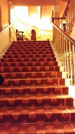 Hotel Alhambra Palace: stairs at the lobby