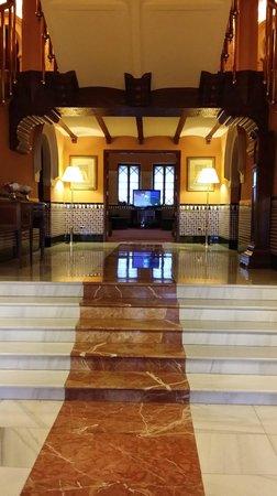 Hotel Alhambra Palace: entering lounge area