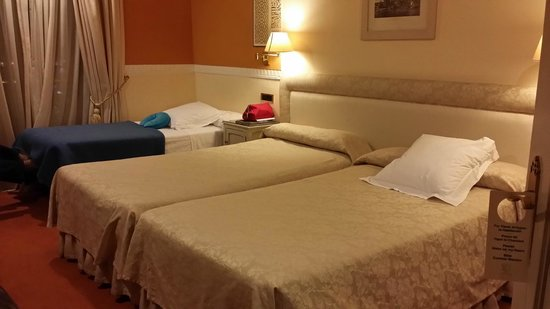Hotel Alhambra Palace: bed is average.