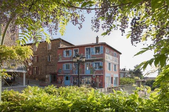 Auberge De Clochemerle : Fresque du village