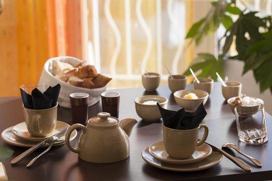 Auberge De Clochemerle : Petits déjeuners
