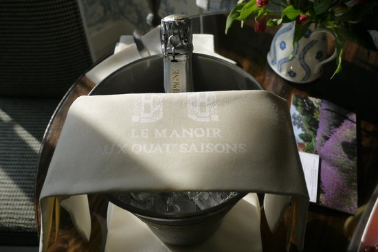 Belmond Le Manoir aux Quat'Saisons: Could you want a better welcome to the room?