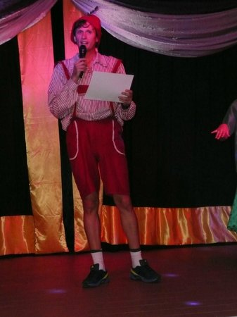 Be Live Experience Lanzarote Beach: Oliver presenting certificates.