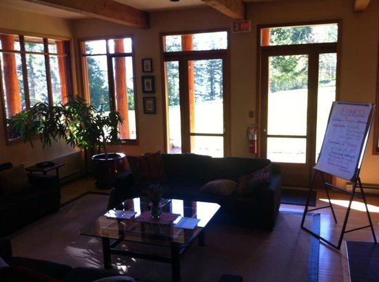 Mountain Trek Fitness Retreat & Health Spa : The common area