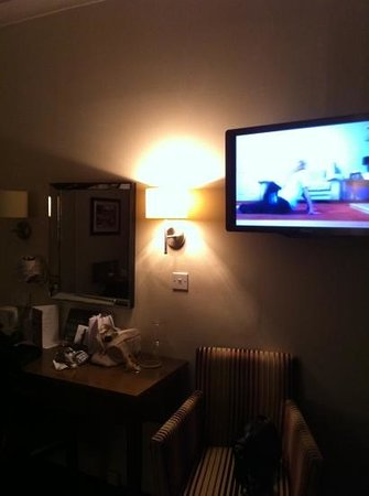 The Crown Hotel: dressing table & tv