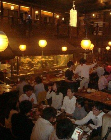 Gonpachi Nishiazabu: Зал и стойка