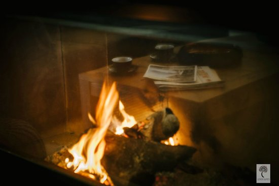 Levidi Suites : A cozy fireplace in every suite.