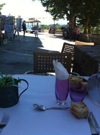 Aux Portes du Chateau: A lunchtime view