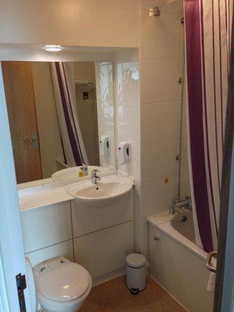 Premier Inn Leicester City Centre Hotel: Bathroom