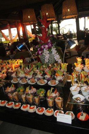 Kamala Beach Resort (a Sunprime Resort) : Buffet