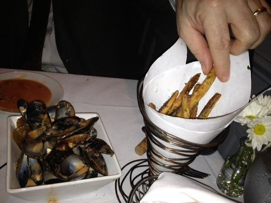 Rue 127: Aftershot of steamed mussels...good to the last bite!
