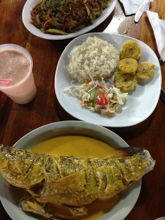 Renato's: Broiled fish, rice, salad, plantains