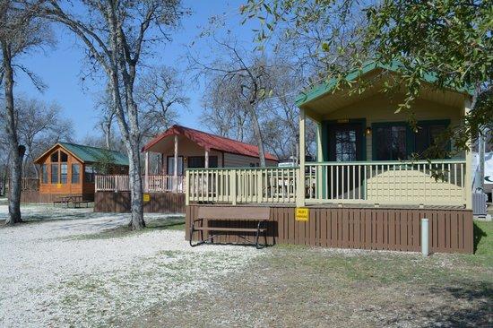 outside of deluxe cabins picture of san antonio koa