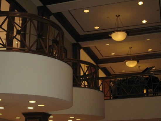 Crowne Plaza Knoxville: More lobby view