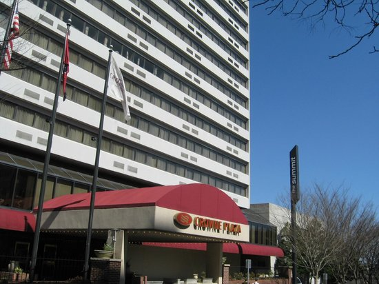 Crowne Plaza Knoxville Downtown University: Exterior front entrance